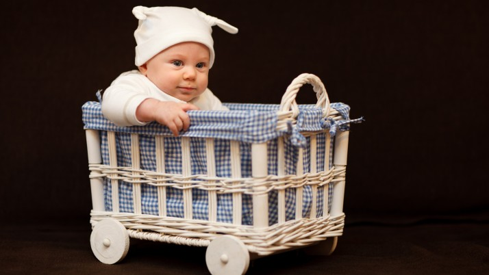 Новородено: На разходка из вкъщи