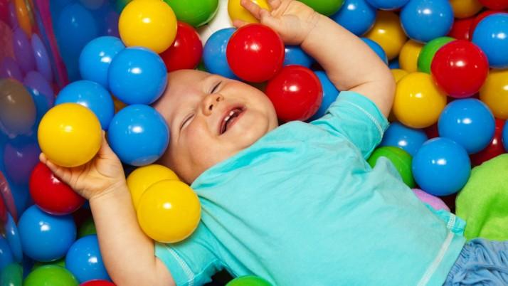 На 8 месеца: Басейн с топки