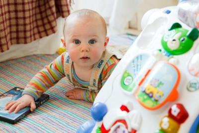 На 3 месеца: Играчки шарени, звънящи