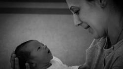 Новородено: Погледни ме, бебчо!