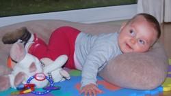 На 7 месеца: Пълзене с препятствия