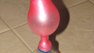 На 5 години: Фокус с оцет, сода и балон