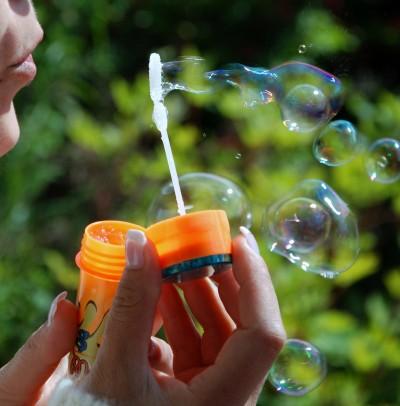 На 10 месеца: Гонене на сапунени балони
