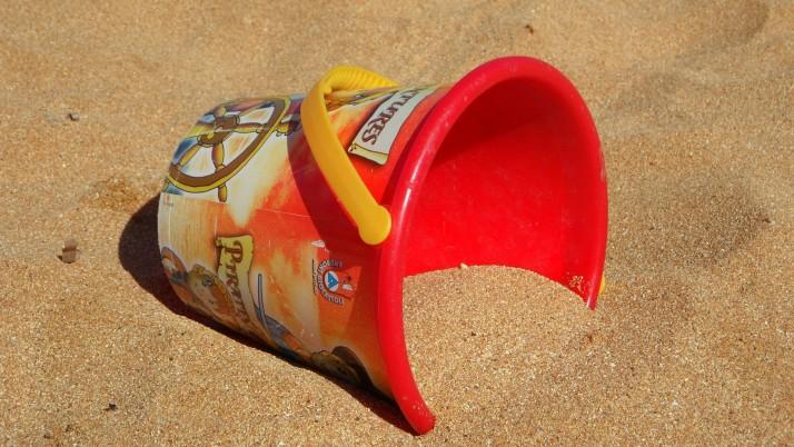 На 1 година: Игри на пясъчника