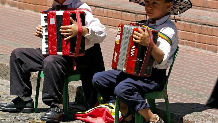 На 3 години: Направи си сам музикални инструменти!