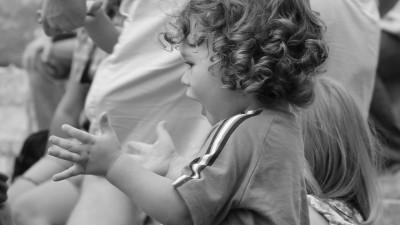 На 1 година: Търсене с препятствия