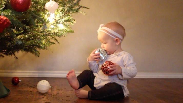 С бебе на Коледа