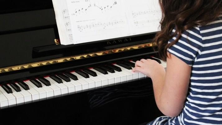 Популярни детски песнички на различни езици