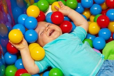 Как да научим детето да играе самостоятелно
