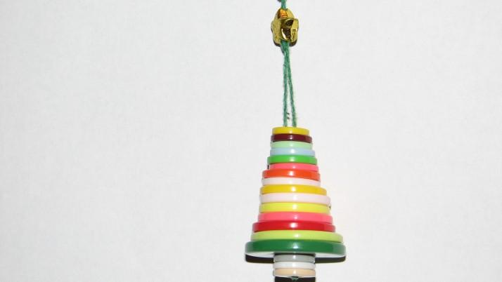 Коледна играчка от … копчета