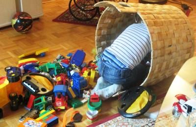 Какво да правим с многото играчки?