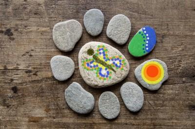 На 5 години: Рисуване върху камъни