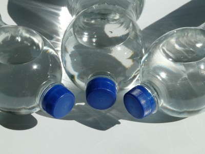 Игра с капачки и пластмасови бутилки