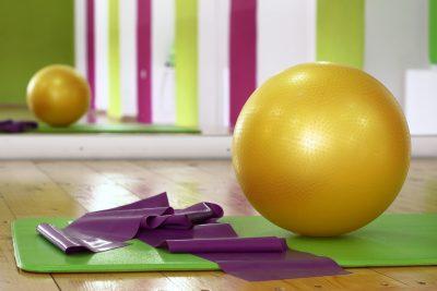 На 3 месеца: Забавление с гимнастическа топка